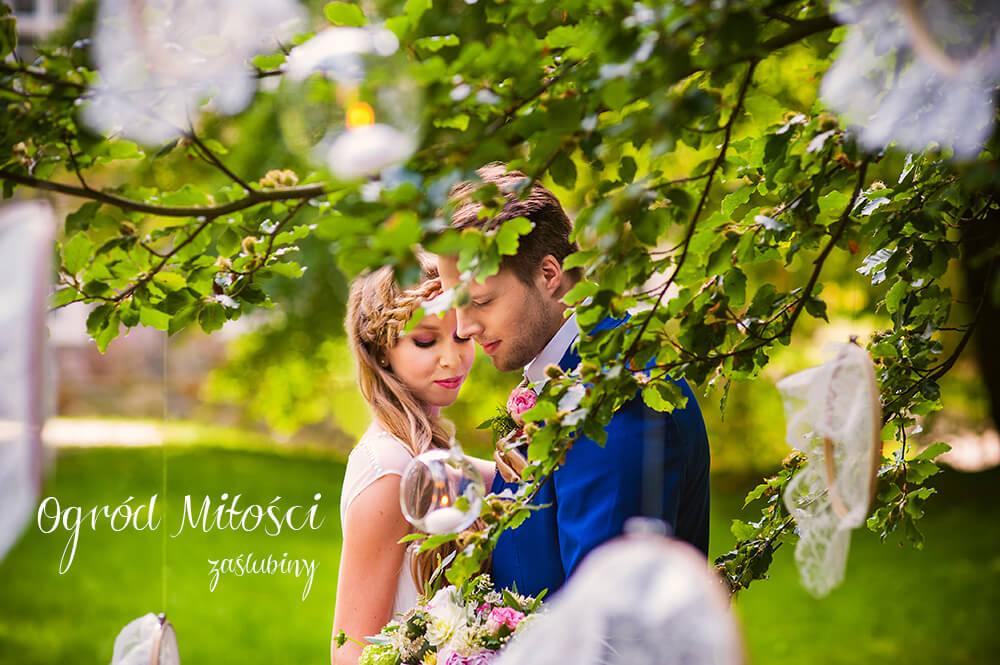 Ogród miłości – inspiracja do romantycznych zaślubin w plenerze